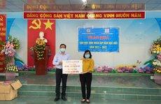 Bến Tre: Tặng 750 phao cứu sinh cho học sinh nghèo vượt khó