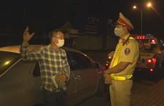 Viện cớ dịch Covid-19, tài xế ôtô không chịu đo nồng độ cồn