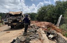 Bình Phước: Xe tải rớt xuống mương thoát nước 3 người thương vong