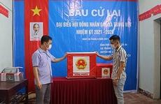 Phó Bí thư xã thông đồng tổ trưởng bầu cử mang hàng chục phiếu về nhà 'bầu cho mình'