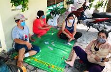 Mức phạt bất ngờ cho nhóm người ngồi đánh bài trên vỉa hè