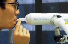 Việt Nam nhận máy xét nghiệm Covid-19 qua hơi thở đầu tiên trên thế giới