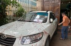 Liên tục bị khủng bố bằng mắm tôm, báo chính quyền xong bị tạt nặng hơn