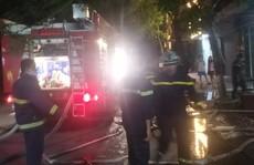 3 nạn nhân kêu cứu ở ban công  ngôi nhà 4 tầng đang bốc cháy