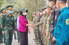 Phó Chủ tịch nước thăm và tặng quà các chiến sĩ biên phòng Kiên Giang