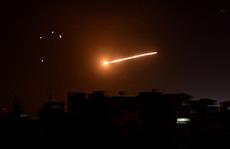 Phòng không Syria thắp sáng bầu trời đáp trả tên lửa Israel
