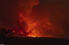 Mỹ: Máy bay rơi, lính cứu hỏa chết giữa đám cháy rừng