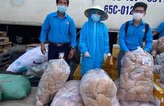 Ngư dân Quảng Bình tặng cá tươi cho công nhân bị cách ly, phong tỏa