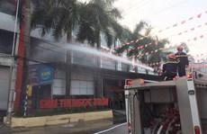 Cháy lớn tại siêu thị lúc rạng sáng