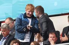 """""""Hoàng tử tình ca"""" Ed Sheeran liên tục vướng cách ly vì Covid-19"""