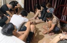 Bất chấp lệnh cấm, hàng chục người tụ tập chơi ma túy trong khách sạn ở Bình Định