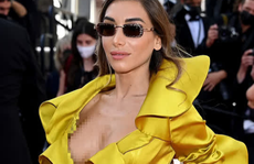 """Mốt thả rông, xuyên thấu và hớ hênh """"đại náo"""" thảm đỏ Liên hoan Phim Cannes"""