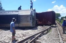 Lật tàu hàng, đường sắt Bắc -  Nam qua Quảng Trị tê liệt