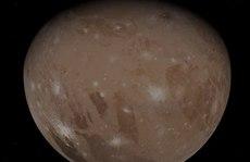 Những bức ảnh tuyệt đẹp về mặt trăng lớn nhất Hệ Mặt trời