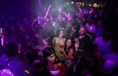 Dân London 'chịu hết nổi', nhảy múa thâu đêm trong 'Ngày Tự do'