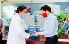 Bệnh viện JW trao tặng thiết bị y tế cho các bệnh viện dã chiến