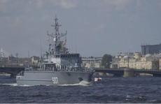Hai tàu chiến Nga đụng nhau trên sông