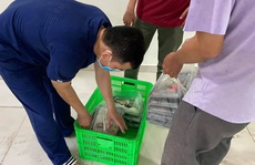 TP HCM: Bố trí xe buýt di động cung cấp rau củ cho người dân