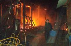 Cháy nhà dữ dội trong đêm, 2 cha con thương vong