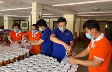 Chăm lo cho công nhân khó khăn và lực lượng tuyến đầu chống dịch