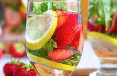 Uống nước 'detox', thanh nhiệt nhiều có hại thận?