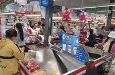Khánh Hòa: Tạm ngừng hoạt động chợ truyền thống, dân đổ xô đi siêu thị 'gom' hàng