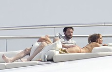 Jennifer Lopez - Ben Affleck tình tứ trên du thuyền