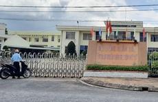 Đề nghị phong tỏa UBND huyện vì nữ chuyên viên mắc Covid-19