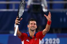 Olympic Tokyo 2020: Hạ tay vợt nước chủ nhà, Djokovic tiến gần đến danh hiệu Golden Slam