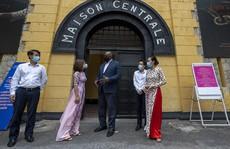 Bộ trưởng Quốc phòng Mỹ thăm nhà tù Hỏa Lò, đặt hoa tại đài kỷ niệm bên hồ Trúc Bạch