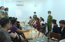 Quảng Bình: Cho tụ tập 40 người, chủ quán cà phê bị phạt 10 triệu đồng