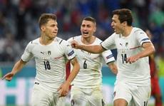 Tấn công rực lửa, Ý hạ gục đội bóng số 1 thế giới vào bán kết Euro