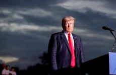 Ông Trump lại gặp chuyện nhức đầu