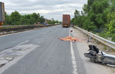 Nam thanh niên tử vong tại chỗ sau cú va chạm với xe container