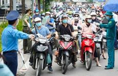 Hỏa tốc: Người dân Hà Nội ra đường chỉ cần 2 loại giấy tờ