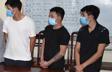 3 anh em ruột thay nhau mở sới bạc tại nhà cho nhiều người tới sát phạt
