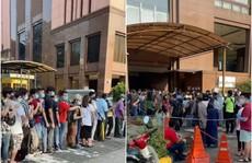 Phát hoảng cảnh đi tiêm vắc-xin Covid-19 ở Malaysia