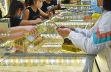 Giá vàng hôm nay 12-8: Tăng mạnh, vượt ngưỡng 1.750 USD/ounce