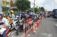 Quảng Nam đón người dân ở Đà Nẵng về quê bằng ôtô, dẫn đoàn đi xe máy