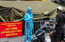 CLIP: Lập lều dã chiến phong toả 1 đoạn phố Đội Cấn vì liên quan chùm ca nhiễm SARS-CoV-2