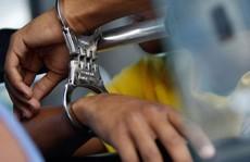 Người đàn ông khiếm thị giả phó phòng Cảnh sát hình sự lừa chạy án tiền tỉ
