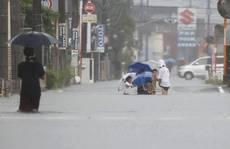 Dải mây khổng lồ kéo đến, mưa tuôn như thác xuống Nhật Bản