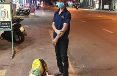 Cạn tiền vì mất việc làm, người đàn ông Nghệ An quyết định đi bộ 1.000 km về quê