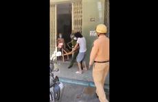 Vác ghế tấn công tổ tuần tra vì bị nhắc nhở đeo khẩu trang