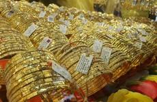 Giá vàng hôm nay 16-8: Giá vàng SJC lại bỏ xa giá thế giới