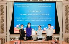 HĐND TP HCM tiếp nhận 200.000 bộ đồ bảo hộ, khẩu trang y tế