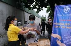 Đưa hơn nửa triệu phần quà 'Tấm lòng mùa dịch, san sẻ yêu thương' đến tận tay người dân ở TP HCM