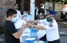 Bộ Tư lệnh Cảnh sát biển trao quà hỗ trợ hoàn cảnh khó khăn do ảnh hưởng của dịch Covid-19