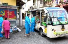 Xe điện chở lương thực vào tận ngõ hỗ trợ người dân bị cách ly