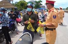 Quảng Bình cấm người dân tắm biển, bán quán ăn uống - cà phê dọc Quốc lộ